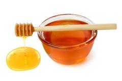 Cazo de madera con el tazón de fuente de miel. Fotografía de archivo libre de regalías