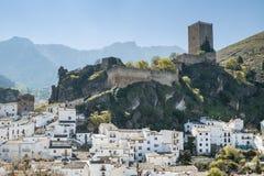Cazrla村庄和城堡 免版税库存图片