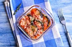 Cazuela de la berenjena y del tomate con queso Imagen de archivo libre de regalías