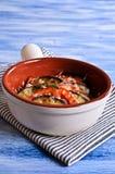 Cazuela de la berenjena y del tomate con queso Imagenes de archivo