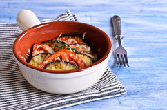 Cazuela de la berenjena y del tomate con queso Foto de archivo