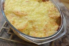 Cazuela de la patata y del queso Imágenes de archivo libres de regalías