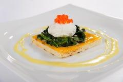 Cazuela roja del requesón del caviar Fotos de archivo