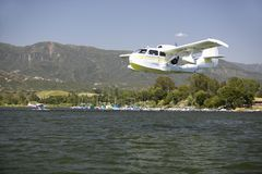 CB Amphibious seaplane landing on Lake Casitas, Ojai, California Royalty Free Stock Images