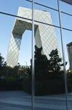 CBD-Πεκίνο - πύργος CCTV στον καθρέφτη Στοκ Εικόνα