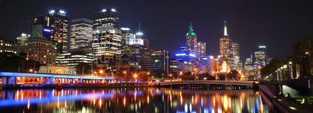 CBD van Melbourne bij nacht Stock Foto