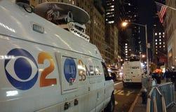 CBS 2 New York, skåpbil för nyheterna för WLNY-TVTV-sändning, NYC, USA Arkivfoto