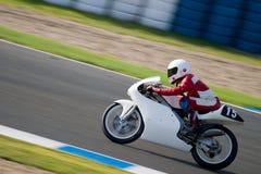 125cc摩托车的飞行员在ve的西班牙冠军的 免版税库存图片