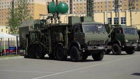 CC$PETERSBURG ROSJA, CZERWIEC, - 20, 2019: Rosyjska wojsko ciężarówka zbiory wideo