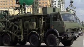 CC$PETERSBURG ROSJA, CZERWIEC, - 20, 2019: Rosyjska wojsko ciężarówka zdjęcie wideo
