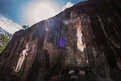 Cca 1000 χρονών ο μεγαλύτερος των μόνιμων αγαλμάτων του Βούδα είναι Στοκ Εικόνες