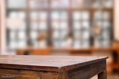 CCB tabela do foco e do borrão de madeira marrons vazios selecionados da cafetaria fotos de stock royalty free