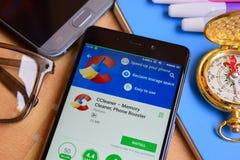 CCleaner - Gedächtnis-Reiniger, Telefon-Zusatzentwickler-Anwendung auf Smartphone-Schirm stockfotografie