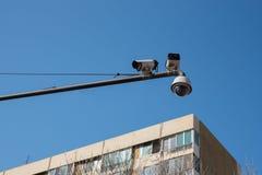 CCTV和天空 CCTV照相机安全操作 库存照片