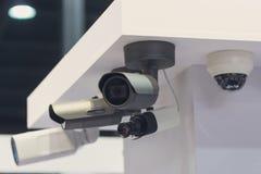 CCTV安全监控相机在陈列停留演出地 免版税库存照片