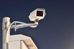 CCTV照相机在晚上运作 库存图片