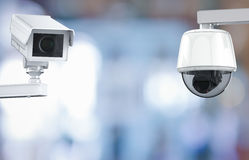 Cctv照相机或安全监控相机在零售店弄脏了背景 免版税图库摄影