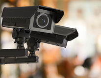 Cctv照相机或安全监控相机在零售店弄脏了背景 免版税库存照片