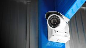 CCTV监视工厂厂房的安全监控相机里面安全保护系统范围控制的室内与火光光和拷贝空间 库存图片