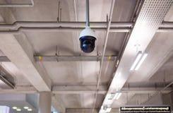 CCTV в здании на крупном аэропорте, мониторе камеры слежения Стоковая Фотография