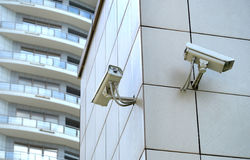 Δύο κάμερες CCTV στον κώνο Στοκ Φωτογραφίες
