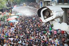 查出交通的运动的安全监控相机 操作CCTV的照相机 图库摄影