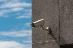 CCTV angebracht an der Wand Lizenzfreie Stockfotos