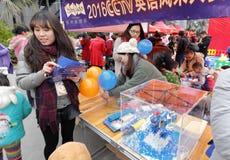 Cctv anglicy przerzedżą dopasowania trzymających w Xiamen Obrazy Royalty Free