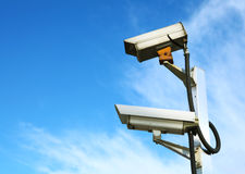 CCTV com céu azul fotografia de stock royalty free
