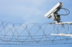 CCTV con alambre de púas imágenes de archivo libres de regalías