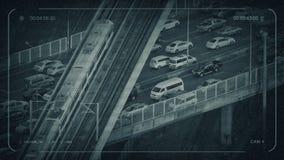 Cctv-gångtunneldrevet passerar över huvudvägen stock video