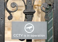 CCTV i operation undertecknar in London Arkivbild