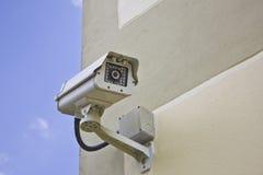 CCTV kamera bezpieczeństwa przy ścianą. Fotografia Stock