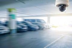 Cctv-Kamera installiert auf den Parkplatz zur Schutzsicherheit Stockbilder