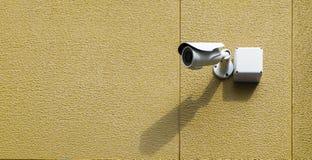 Cctv-kamera på väggen Royaltyfri Foto