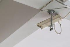 Cctv-kameran monterade på taket och väggen Royaltyfri Bild