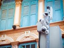 Cctv-kamerasäkerhet i en stad arkivbild