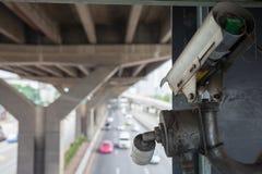 Cctv-kameror på planskilda korsningen Arkivbilder