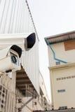 CCTV kamery bezpieczeństwa działanie na podwórka dekarstwa domu zdjęcia stock