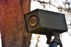 CCTV kamery ochrona chująca w parku zdjęcie stock
