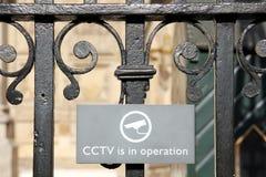 CCTV in Kraft unterzeichnen herein London Lizenzfreie Stockfotos