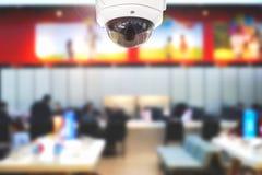 CCTV o sicurezza che funziona nell'edificio per uffici o nel centro dell'ufficio fotografie stock libere da diritti