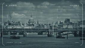 CCTV pociąg Przechodzi Na moście W mieście royalty ilustracja