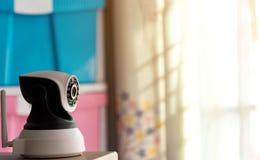 Cctv-säkerhetskamera som fungerar i hem Fotografering för Bildbyråer