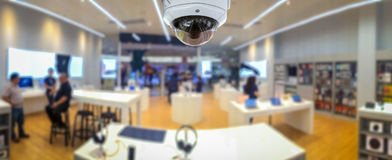 Cctv-Sicherheitspanorama mit undeutlichem Hintergrund des Shopspeichers Stockfoto