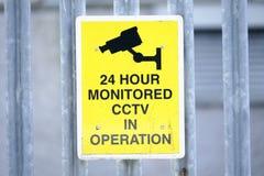 CCTV 24 Stunde ?berwachtes Operationszeichen lizenzfreie stockfotos