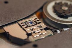 CD和DVD激光驱动 和与浅景深照片特写镜头  库存图片