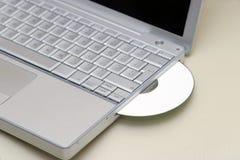 CD的膝上型计算机 图库摄影