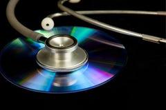 CD δίσκων και στηθοσκόπιο Στοκ Φωτογραφία