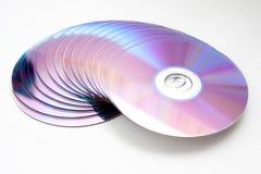 cd куча изолированная dvd Стоковые Изображения